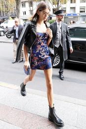 Кайя Гербер в платье Ralisation Par и ботинках Dr. Martens в Париже