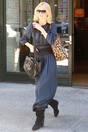 Клаудия Шиффер с сумкой Versace в Нью-Йорке