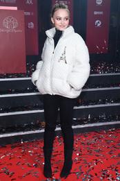 Лили-Роуз Депп в пуховике Chanel на запуске рождественской иллюминации в Париже