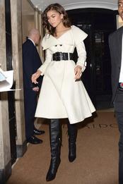 Зендая в пальто Giuseppe di Morabito в Лондоне