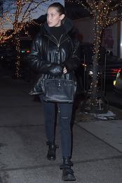 Белла Хадид с сумкой Herms в Нью-Йорке