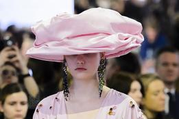 Шляпы-торты на шоу Mulberry