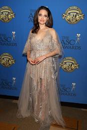 Анджелина Джоли в Elie Saab на премии Американского общества кинооператоров в Лос-Анджелесе