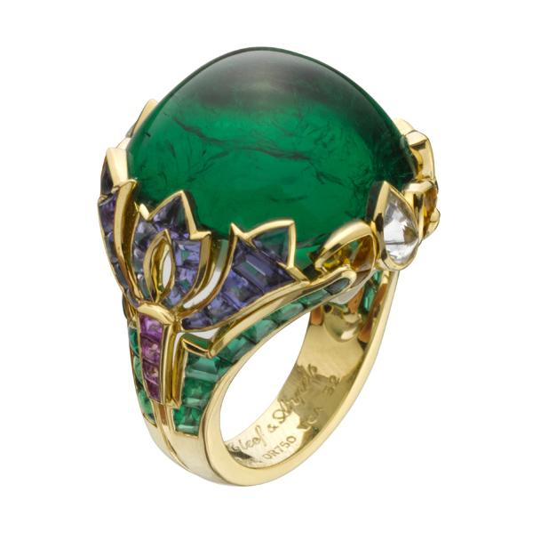 Возникшая в италии в 1967 году как мастерская по производству ювелирных изделий для бутиков, сегодня стала брендом