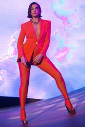 Дуа Липа в Versace в Лондоне