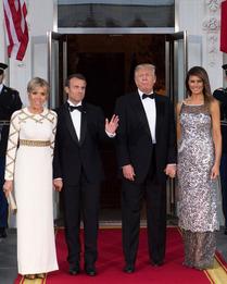 Брижит в Louis Vuitton и Эммануэль Макрон, Дональд и Мелания Трамп в Chanel Haute Couture на ужине в Белом доме