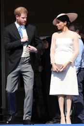 Герцог и герцогиня Сассекские Гарри и Меган (в Goat) на приеме в честь принца Уэльского в Букингемском дворце