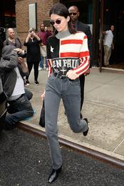 Кендалл Дженнер в Jean Paul Gaultier и с сумкой Prada в Нью-Йорке