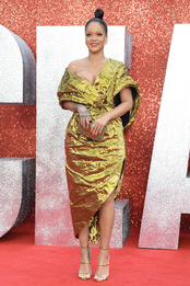 Рианна в Poiret на премьере «8 подруг Оушена» в Лондоне