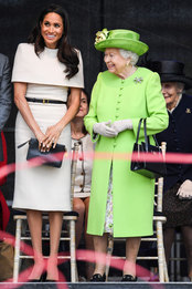 Меган Маркл в Givenchy и королева Елизавета II в графстве Чешир