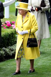 Королева Елизавета II на открытии королевских скачек в Аскоте