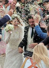 Роуз Лесли в Elie Saab Bridal и Кит Харингтон на своей свадьбе в Абердиншире