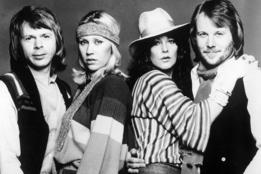 Как одеться в стиле музыкантов из группы ABBA