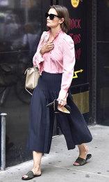 Кэти Холмс в очках Priv Revaux и с сумкой Cline в Нью-Йорке