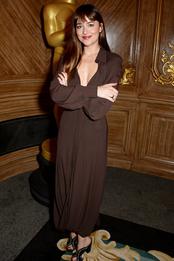 Дакота Джонсон в платье Jacquemus на приеме в Академии кинематографических искусств и наук в Лондоне