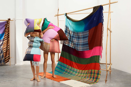 Почему в этом сезоне шарфы Acne Studios — главные шарфы сезона