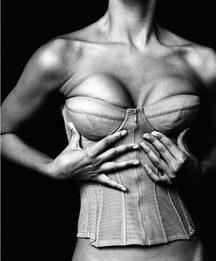 Что такое «болезнь грудных имплантов»