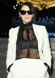 Моника Беллуччи появилась с короткой стрижкой на Неделе моды в Милане