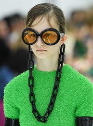 Gucci создали самые массивные цепочки для очков в истории моды