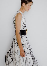 Как вся команда Alexander McQueen работала над одним платьем