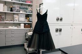 Как Институт костюма музея Метрополитен реставрирует и хранит свои экспонаты