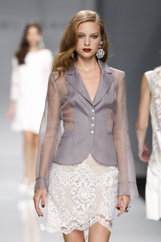 Mariella Burani / Показ женской коллекции одежды весна-лето 2010
